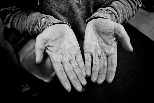 hand-2605655__340